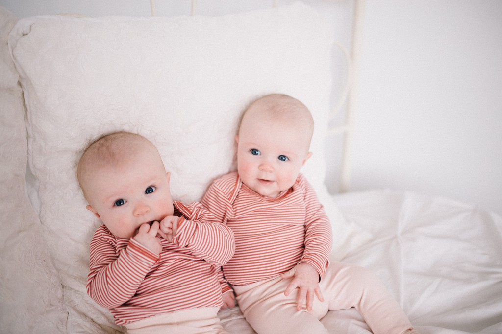 julia kinnunen photography, seattle, girl boss, lady boss, generations, studio sessions, family portraits, kids, family photos, mama and baby, identical twins, sisters